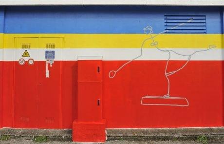 Giocatrice di Tennis di Alexander Calder riprodotto su Cabina Enel